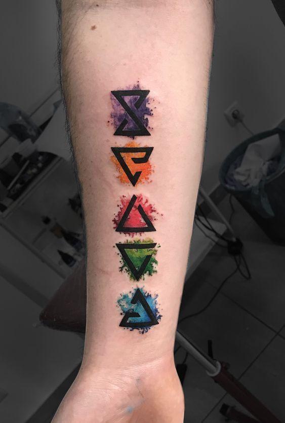 minimal farbiges Tattoo, farbige Tattoos für Männer, Tattoo-Modelle, farbige T…