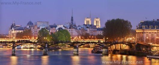 Мост Искусств вечером
