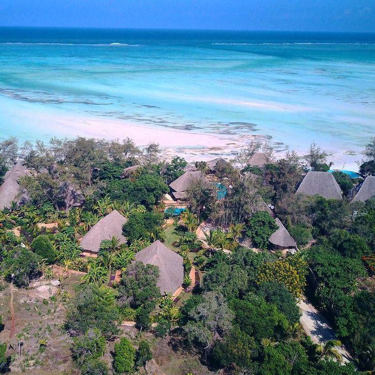 Εδω μένουμε!! καποιοι το βρηκαν!  Δεν λεω ομως ακομα. Επομενο clue: αυτος ειναι ο Ινδικος ωκεανός. και εχει Ζ στο ονομα!! Για πειτε.. #happytraveller #travel #africa #traveler #traveling #aerialphoto #djimavic #mavic #traveller #explorer #instatrip #instatravel #drone #happytraveler #traveltheworld #fromwhereidrone #dronetraveler