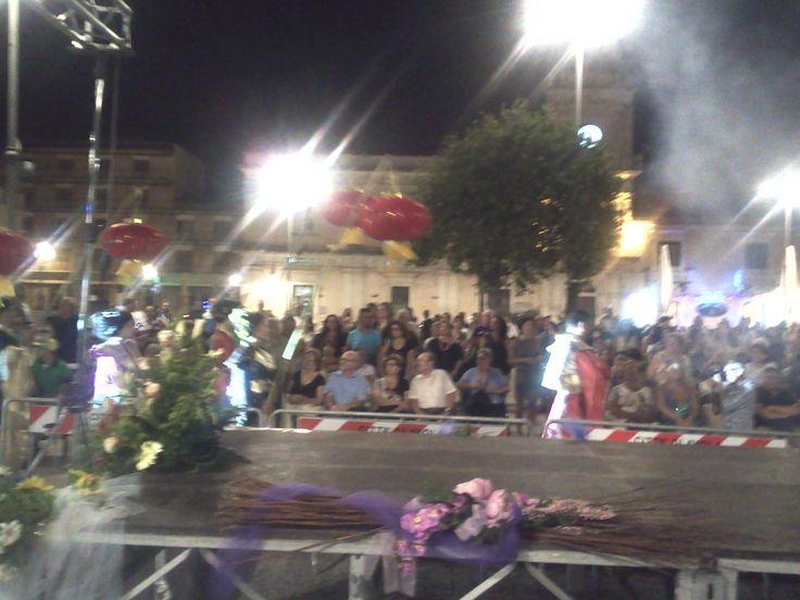 """Avola (SR) Piazza Umberto I """"Le stelle di Avola"""" Spettacolo di musica, danza e sfilate con la partecipazione straordinaria della Splendida e Incantevole Maria Amato e di due mie amatissime Amiche e Colleghe."""