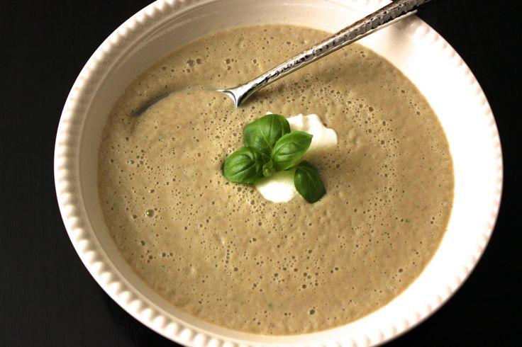 É fã de pratos leves? Gosta de sopa? Esta receita é para si! #Sopa_de_beringela_e_iogurte #receitas #sopas #leve #entrada #beringela #iogurte #familia #amigos
