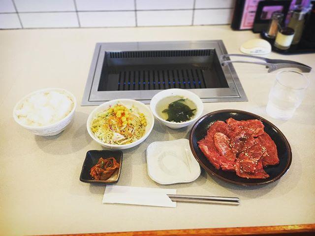 #焼肉ランチ #肉 #焼肉 #カルビ #牛 #牛肉 #昼ごはん #ランチ #うまうま #ハフハフ #肉大好き #肉食 #草食 #雑食 #米 #キムチ #サラダ #わかめスープ #美味しい #美味い