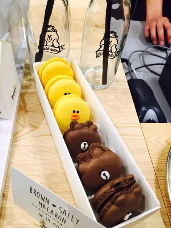 Sally Macarons for 19,000 won! Get off at Sinsa Station (Line 3) and Exit 8. Walk straight for about 250m and turn left into the street. Walk straight and you will be able to see the store.