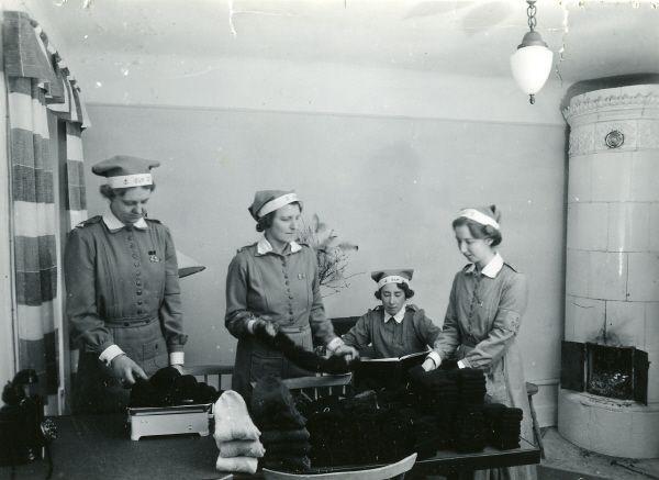 Marinlottor, Lottakårens Beklädningstjänst, Marinhemmet. 1943.
