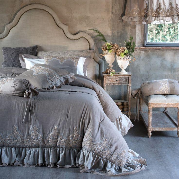 Dalle collezioni Home e Sleepwear A/I 15-16 di Blanc Mariclò, immagini ricche di dettagli affascinanti per raccontare momenti di dolce intimità tutta al femminile di una pigra mattina vissutanella delicata atmosfera del più romantico e raffinato stile shabby chic.    Blanc Mariclò