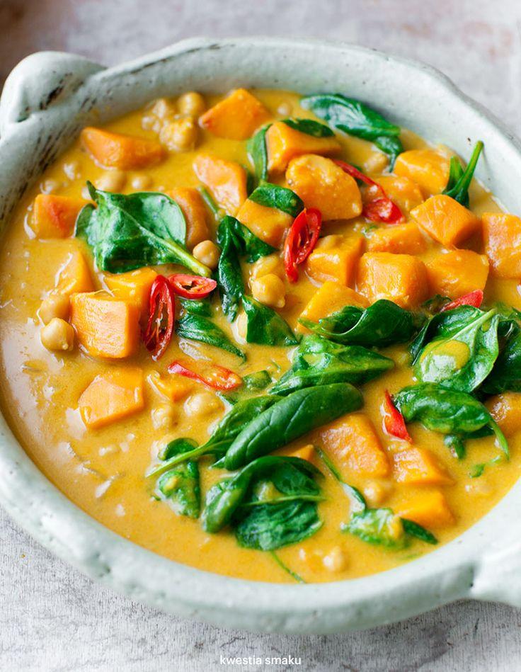 Tajskie curry z ciecierzycą, dynią i szpinakiem | Kwestia Smaku