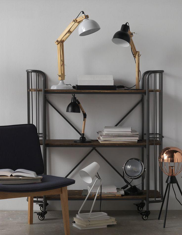 Bücherregal Aus Eisen Und Holz Mit Rädern Im Industrial Style