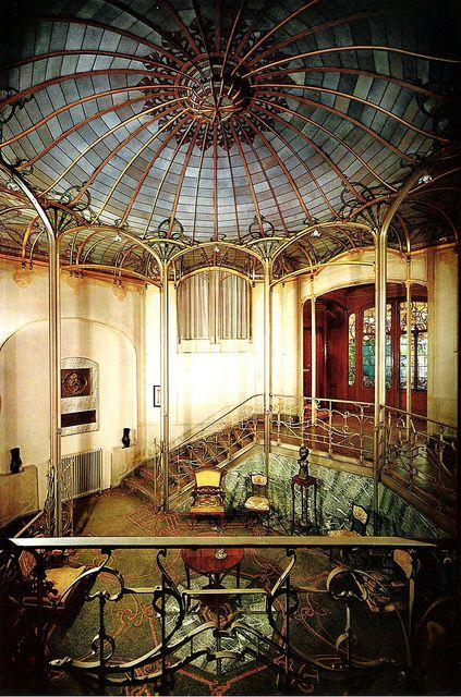 Chpater 19 - Art Nouveau. Salon of Hotel van Eetvelde in Brussels, Belgium. Plain cream colored walls, decorate ironwork, marble wall | JV