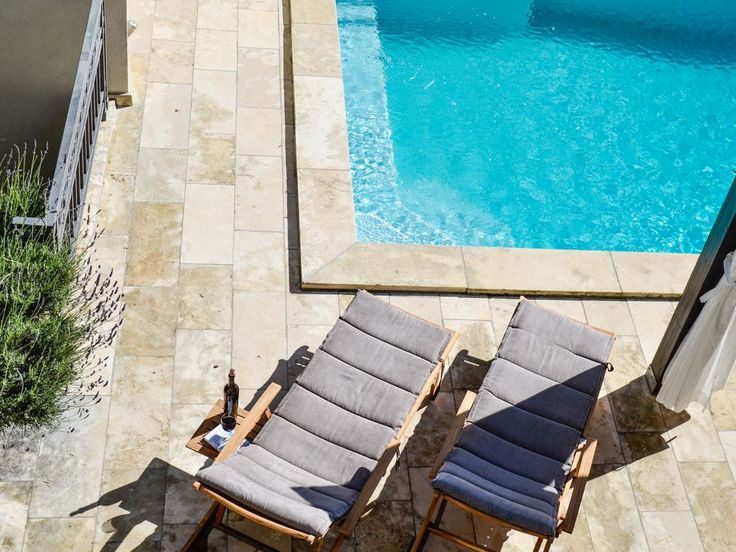#Pool for two, and two for pool ! #piscine #soleil #terrasse #vacances #transat #poolparty #croatie