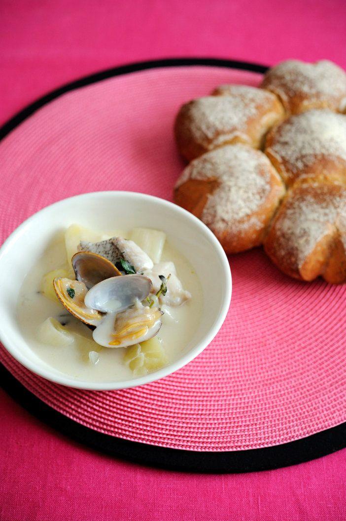ブルターニュのブイヤベースともいわれる「コトリアード」は、ブルターニュの郷土料理。魚介に根菜を加えて煮込む、白いスープだ。|『ELLE a table』はおしゃれで簡単なレシピが満載!