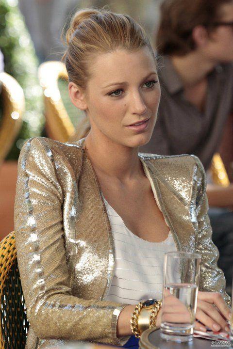 Blazer lamé doré, une petite touche de 'glam paillette' - Serena Van Der Woodsen style
