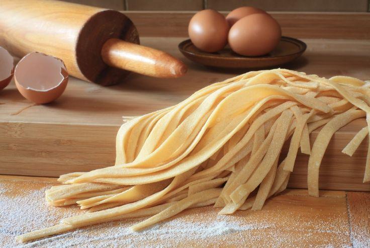 Macarrão de grão-de-bico é opção saudável para quem deseja uma alimentação rica em fibras. Confira como preparar esse prato. Saiba mais.