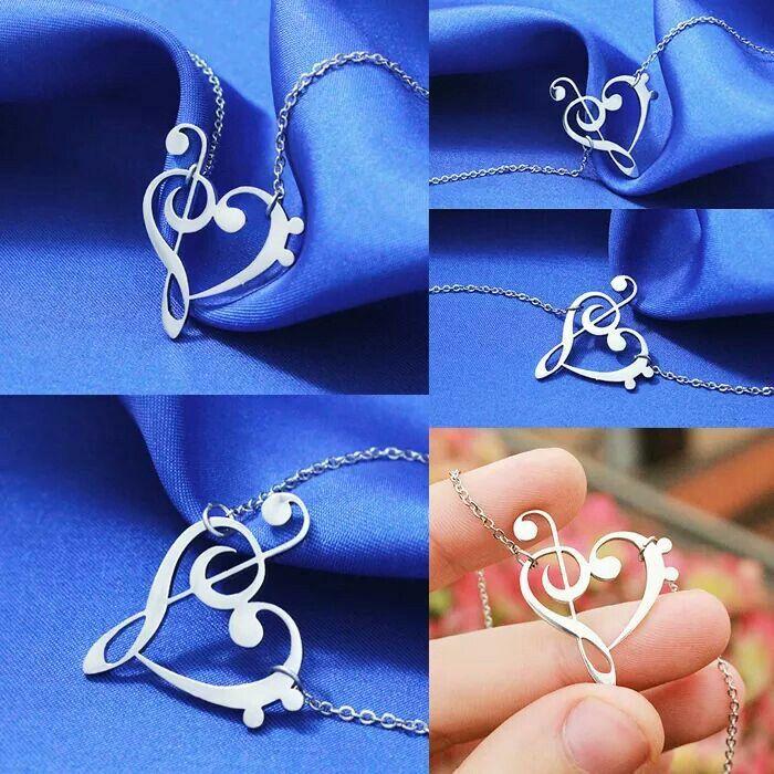♩ ♪ ♫ ♬ NOVITA' ♩ ♪ ♫ ♬ ---Collana Note del <3 (Sol-Fa)----- Dopo il successo dell'anello, arriva a grande richiesta la collana NOTE DEL CUORE. Il ciondolo assume la forma della chiave di Sol e della chiave di Fa che una volta unite formano un cuore.  Un gioiello unico per tutti i musicisti e amanti della musica. #Gadget4Entertainment
