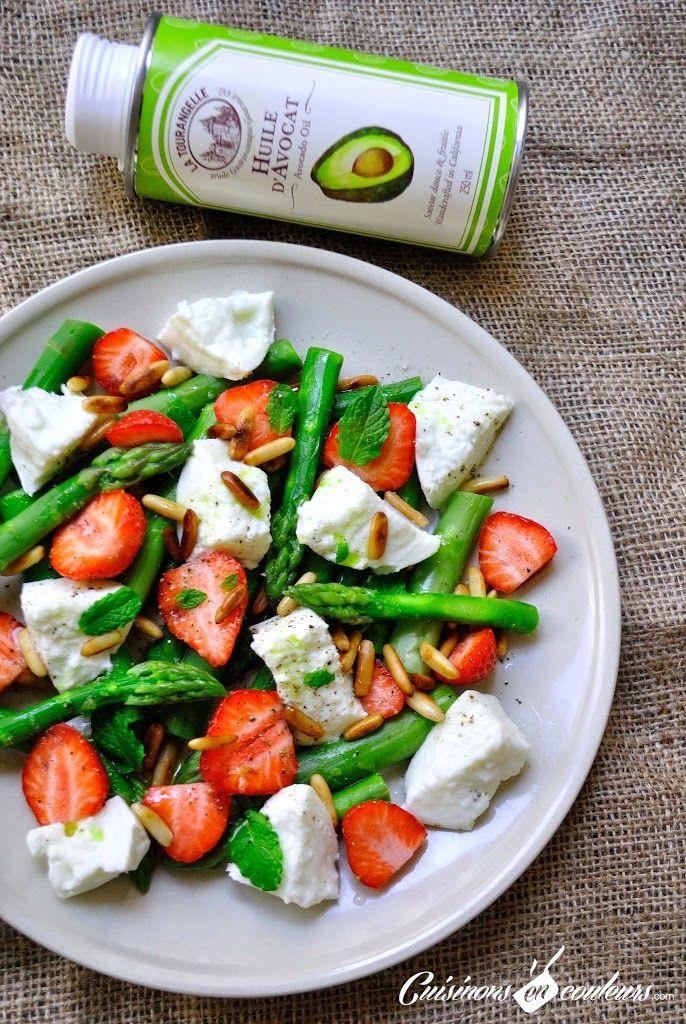 Salade vitaminée d'asperges vertes, fraises, mozzarella et pignons de pin - Cuisinons En Couleurs