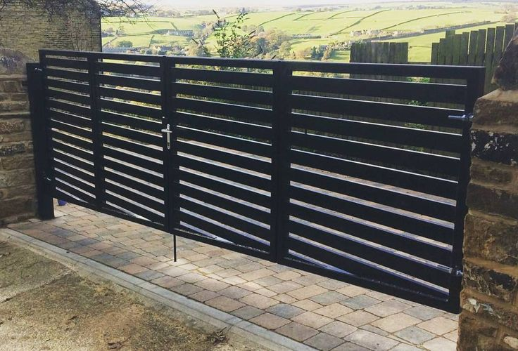 Here is a stunning bi folding metal panelled gate that we have just made and installed In Halifax West Yorkshire.  Please contact us if you require a gate in this style. We can deliver our gates nationwide  #metalgate #welding #halifax #caldergates #westyorkshire #wroughtirongate #wroughtiron #gatesuk #foldinggate #bifolding #weldlife #metalart #metalfab #handmade