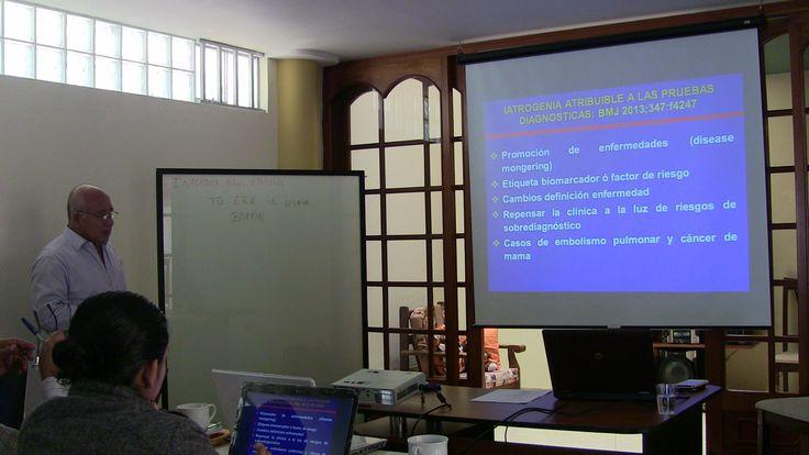 1º Clase del  III Diplomado en Auditoria Médica Basada en la Evidencia - Chiclayo El Dr. Leonardo Piscoya explicando la definicion de Auditoria Médica.