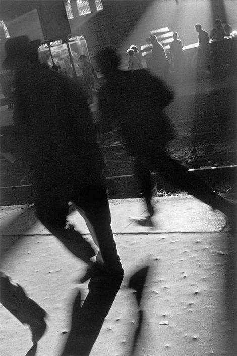 Sergio Larrain Argentina. Buenos Aires. People running to catch train in evening