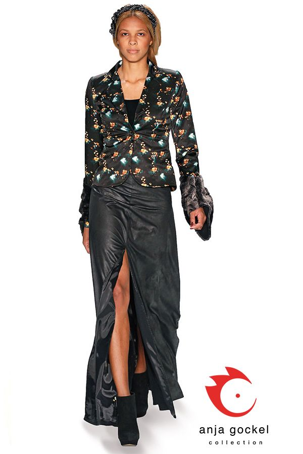 Tailored jacket from cotton print lights combined with an exquisit long skirt in leather optic