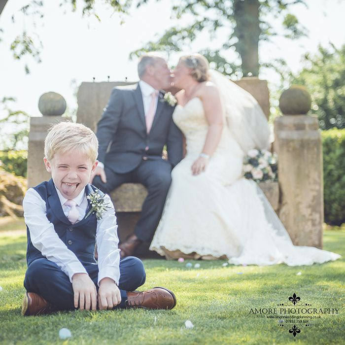 Amore Photography of Wakefield : Rogerthorpe Manor Hotel Badsworth wedding photography a little Taster