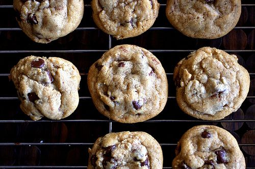 Crispy chewy chocolate chip cookies recipe smitten for Smitten kitchen chocolate chip cookies