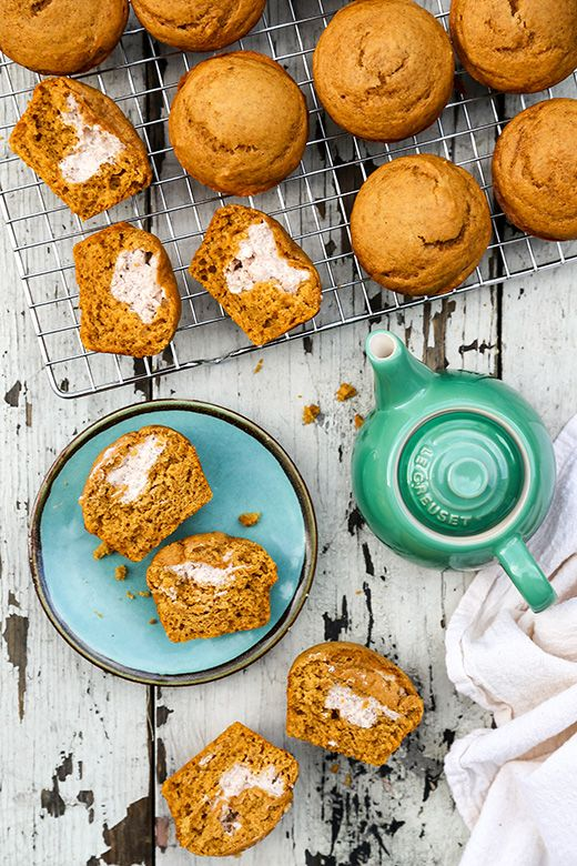 Pumpkin Cream Cheese Muffins | www.floatingkitchen.net: