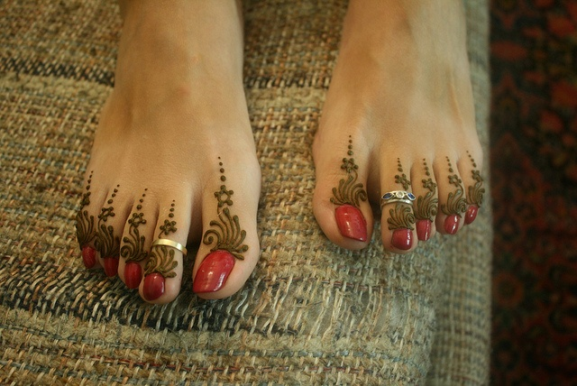 sometimes a simple toe design is all you need henna