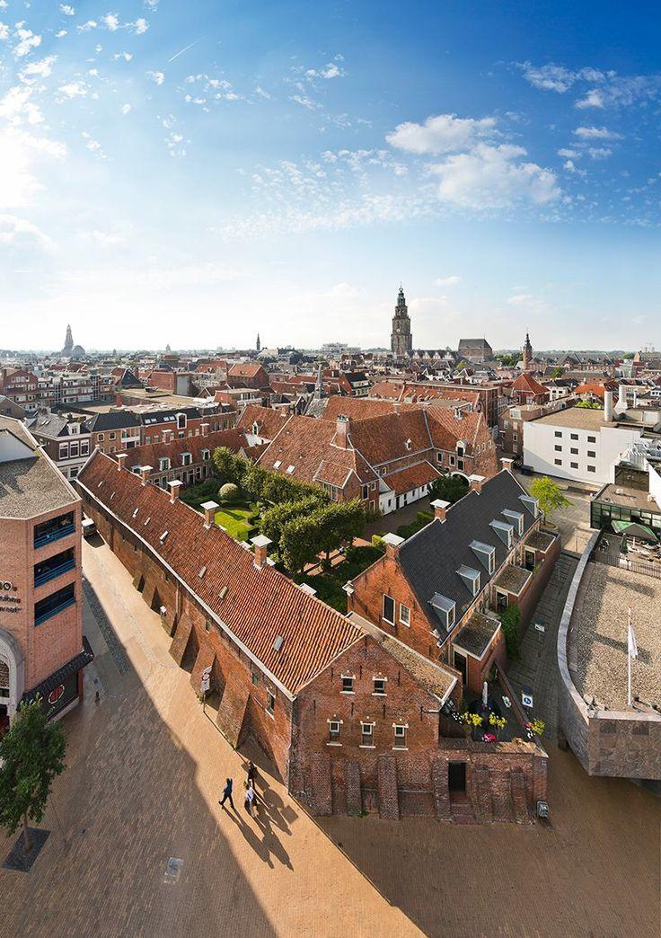 Het Pepergasthuis is een hofje in Groningen. De officiële naam luidt Geertruidsgasthuis, maar het heeft altijd bekendgestaan als het Pepergasthuis, naar de naam van de straat waaraan het is gelegen, de Peperstraat. De foto is genomen vanaf het Kattendiep