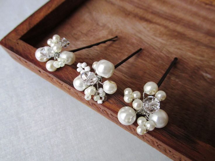 Bridal hair pins with pearls,beads and crystals Set ace mireasa, cu perle, margele sticla si cristale Can be ordered here: https://www.facebook.com/handmadebutic
