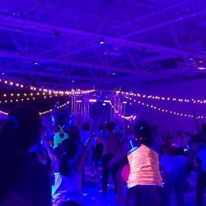 #HappiestYoga on the planet // Yoga le plus coloré à Québec! 🎉 [Billets encore disponibles @SoulPose!] . #soulposeyoga #yogaeverywhere #bodypaint #neonglow #namaste #thecolorrun #bubbles #beats #fit #dancepartybreaks #blacklights #yogaparty #celebration #yoga #freegifts #soulposeyogaquebec #glow #colorful #soulpose #yogamakesmehappy #goodvibes #yogalife #yogi #happyfriend #yogachallenge #relax #fun #quebecregion Thanks to sponsor: @namastemontcalm @sportium_quebec @sportium_canada…