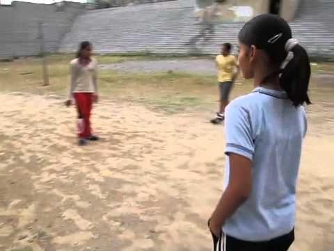 India - Manju worstelt elke dag in de tempel. Als je een goede worstelaar wilt worden, moet je veel oefenen!