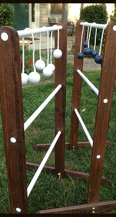 Toss your Balls Ladder Golf