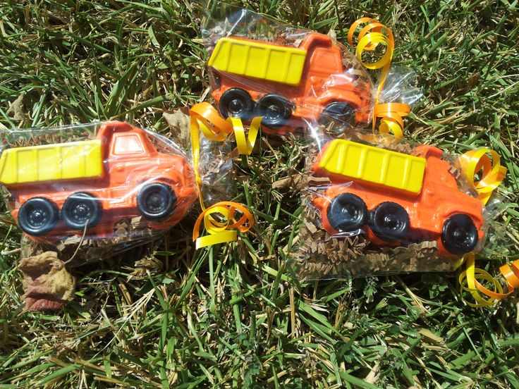construction party favors/dump truck crayons/construction birthday party/transportation party/dump truck birthday/set of 20 bags by perfectCRAYONS on Etsy https://www.etsy.com/listing/243000419/construction-party-favorsdump-truck