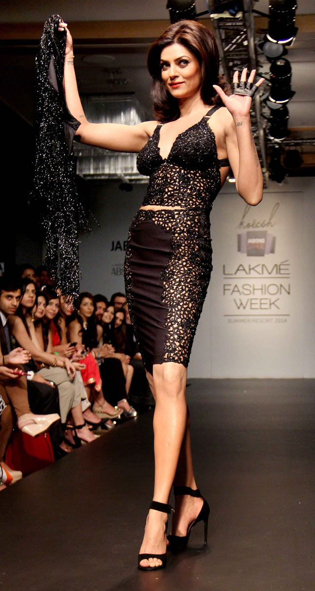 Sushmita Sen walked the ramp for designer Kresha Bajaj on Day 3 of the Lakme Fashion Week 2014 #Style #Bollywood #Fashion #Beauty #LFW2014