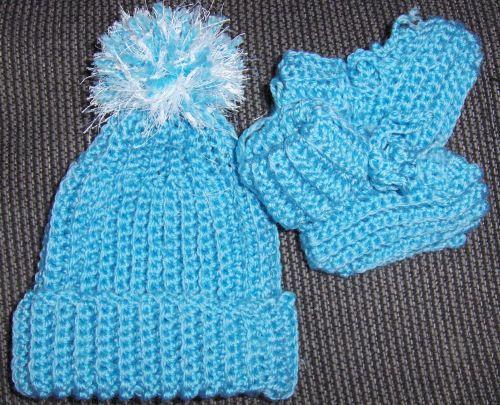 Preemie Baby Booties Knitting Pattern : Preemie Baby Hat & Booties free crochet pattern - 56 rows ...