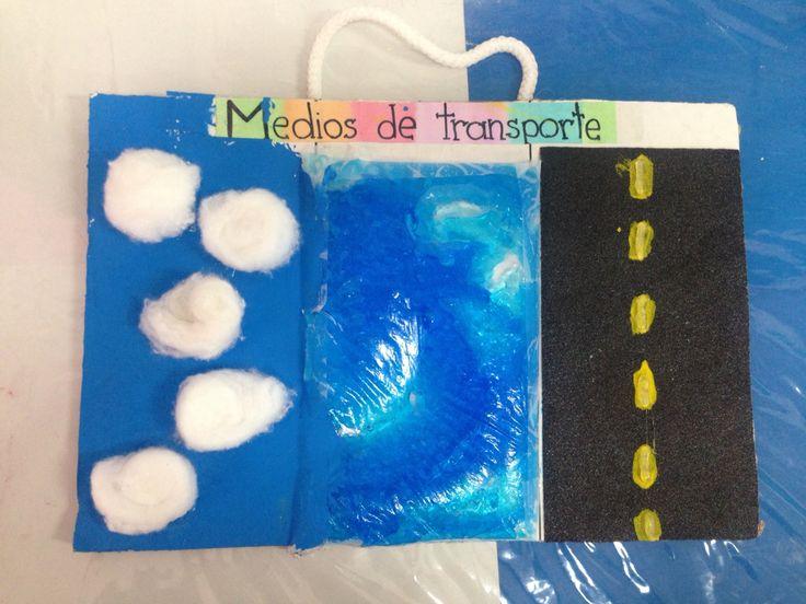 Tablero para clasificar los medios de transporte. Tres diferentes texturas: lija, gel y algodón.