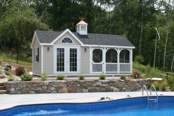 Pool house with attached screen room