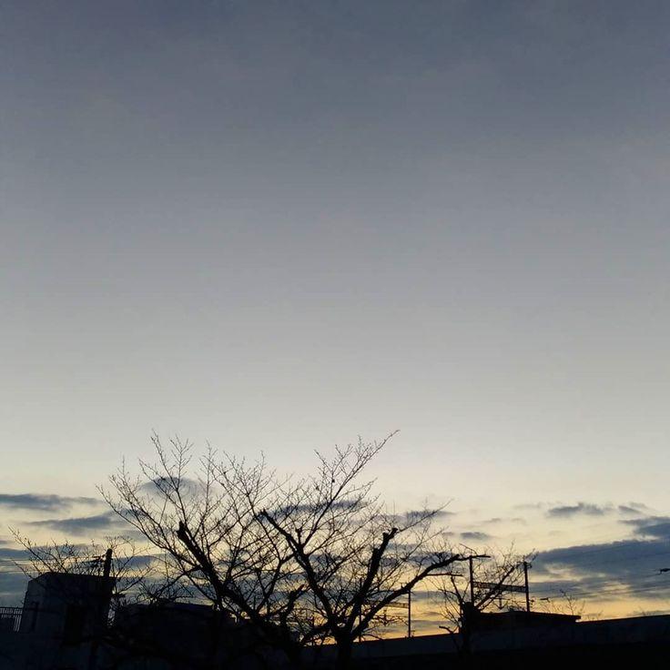 おはようございます天気はいいですが寒い朝です #空 #雲 #sky #cloud #イマソラ #おはよう #goodmorning
