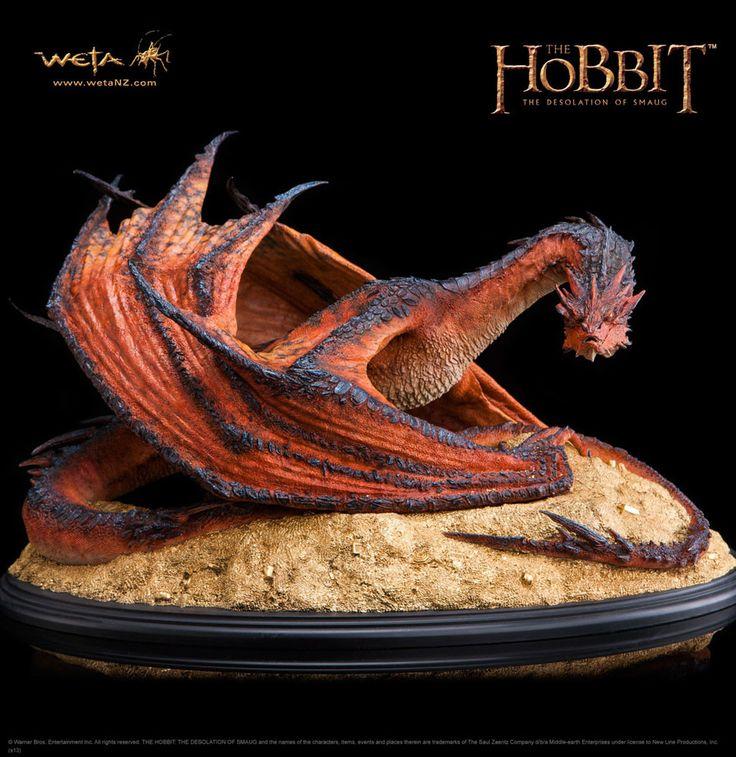 Der Hobbit Smaugs Einöde Statue 1/72 Smaug The Terrible 52 cm  Zu Peter Jacksons ´Der Hobbit: Smaugs Einöde´ erscheint diese tolle Statue von Smaug The Terrible. Sie ist ca. 30 x 52 x 45 cm groß und wurde aus hochwertigem Polystone gefertigt. Hersteller: WETA  Limitiert auf 2000 Stück Der Hobbit - Figuren Smaug - Hadesflamme - Merchandise - Onlineshop für alles was das (Fan) Herz begehrt!
