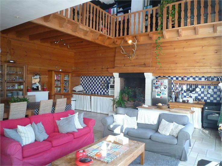 Jolie maison contemporaine à vendre chez Capifrance à Essomes sur Marne dans un petit hameau proche de la ville.    Tombez sous son charme : 500 m², 17 pièces, 5 chambres.    Plus d'infos > Gilles Degrelle, conseiller immobilier Capifrance.