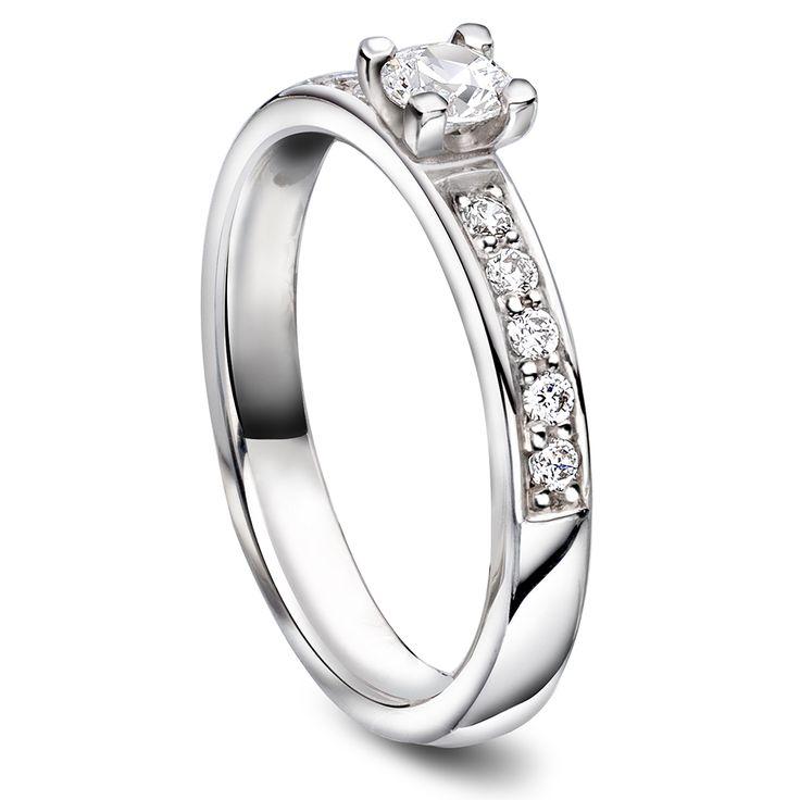 3mm glatt ring,  hvitt gull. med diamant