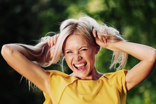 Przyczyny wypadania włosów:  http://www.kobieta.info.pl/pielgnacja-wosow/1574-przyczyny-wypadania-wosow