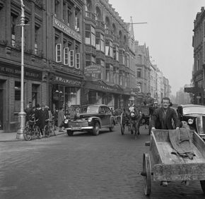 Grafton Street, Dublinj 1946 - note the handcart and the horse and cart.