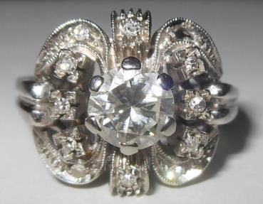 A substantial diamond solitaire Art Decò gold ring.