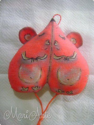 Здравствуйте всем!  Очень понравилась мне идея Виктора, сердечко с птичками, вот его работа  (обложка на паспорт) http://stranamasterov.ru/node/997496 фото 4