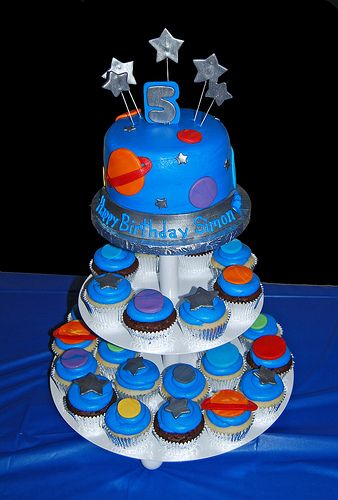 Space theme cake and cupcakes