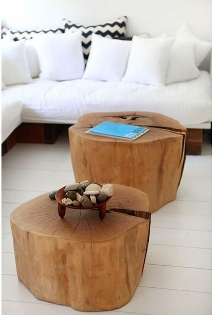L'utilisation de morceau de troncs d'arbre comme table basse est très tendance…