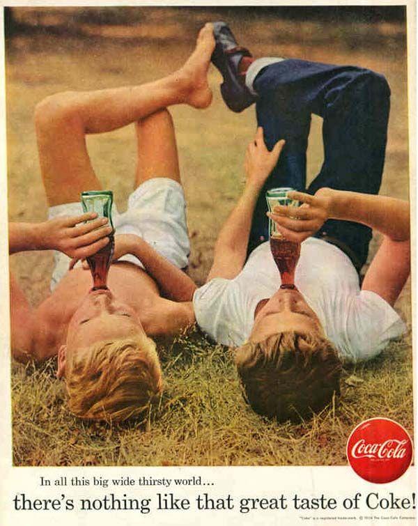"""1884 – Foi lançada a bebida alcoólica chamada """"Pemberton's French Wine Coca"""", anunciada como uma bebida intelectual, vigorante do cérebro e tônica para os nervos, sendo, inicialmente uma mistura de folhas de coca, grãos de noz-de-cola e álcool."""