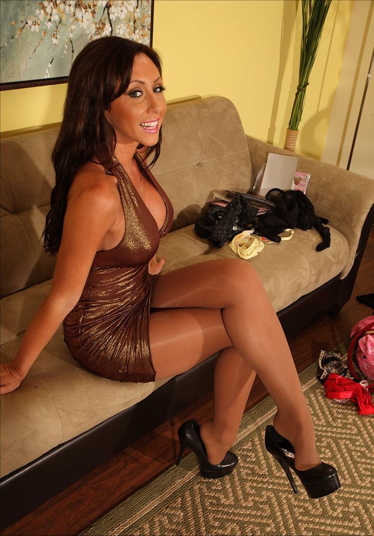A Woman Pantyhose Can 104