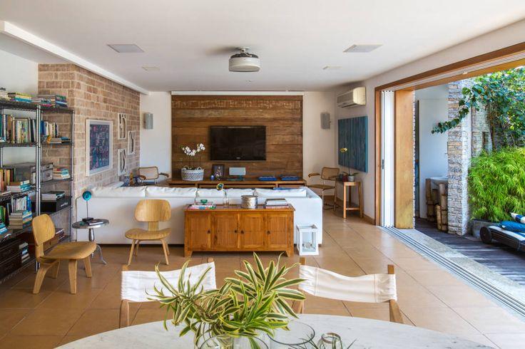 Casa Horto OBM 79 : Salones tropicales de Maria Claudia Faro