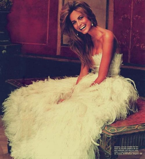 Feather wedding dress, it's different and I like that!!!!
